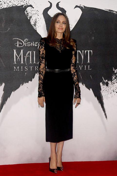 L'abito di pizzo di Angelina Jolie single e felice dopo Brad Pitt