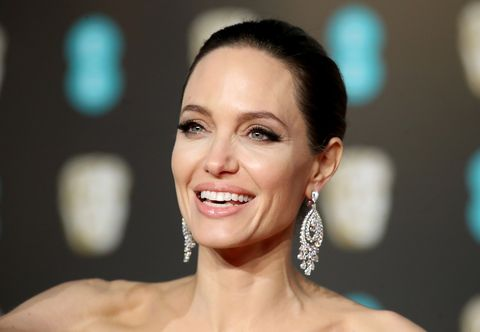 836460ca4 Angelina Jolie o cómo deslumbrar con un vestido de novia sobre la ...