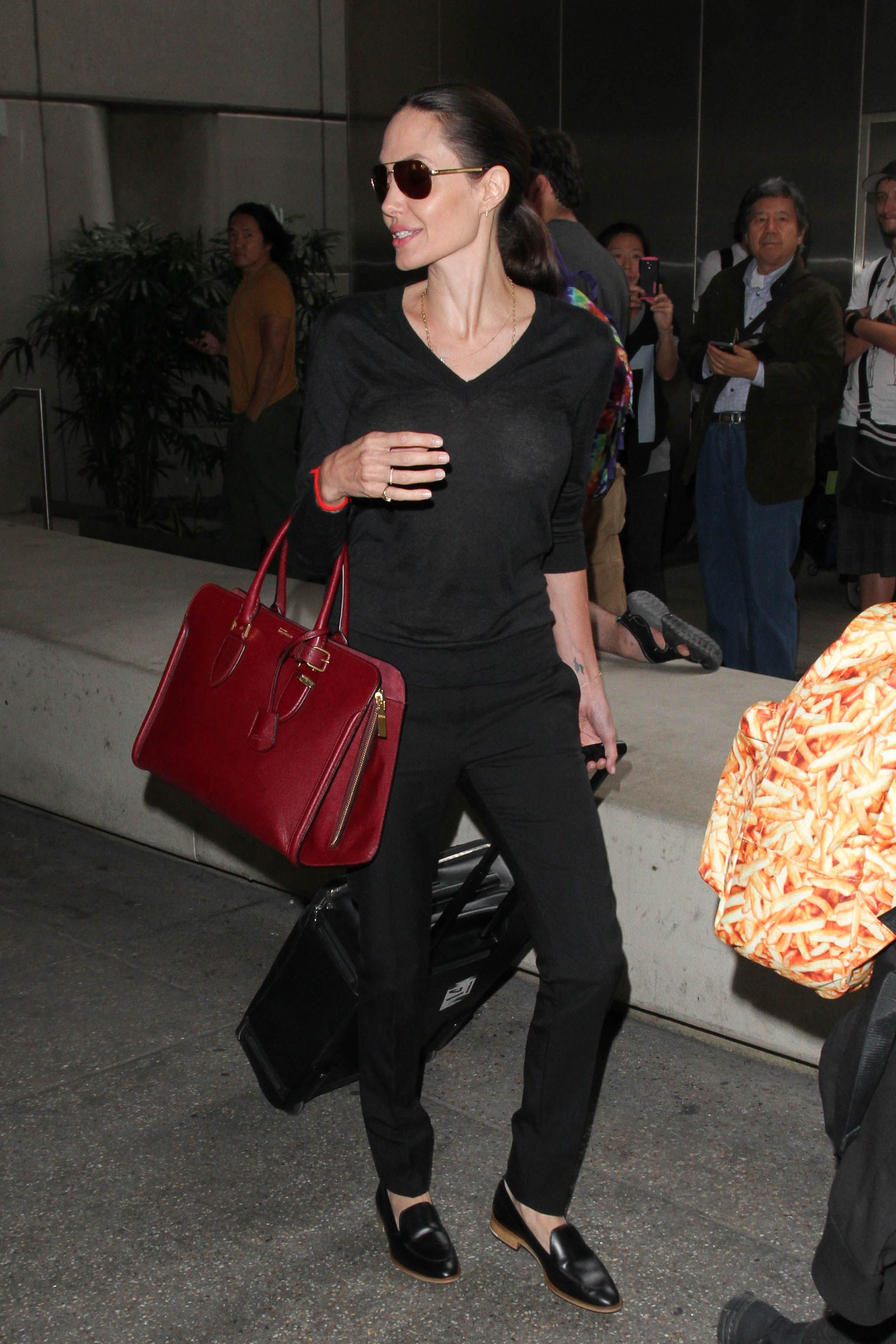 Angelina Jolies Favorite Travel Shoes Are Shockingly Comfortable