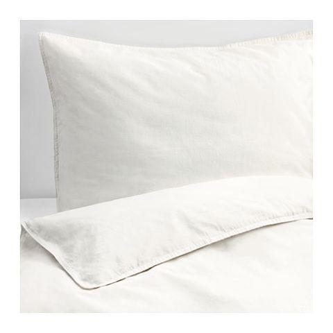 White, Pillow, Bedding, Textile, Linens, Duvet cover, Furniture, Cushion, Rectangle, Beige,