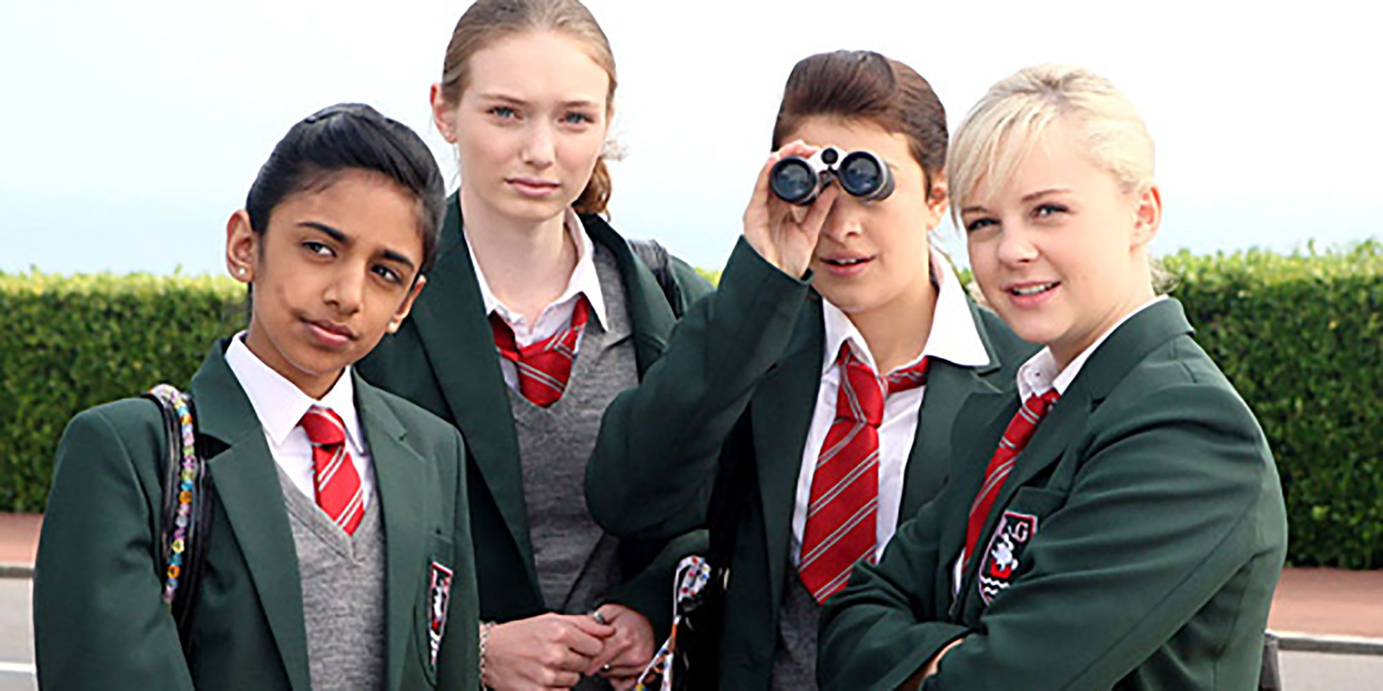 What are the cast of Angus, Thongs and Perfect Snogging