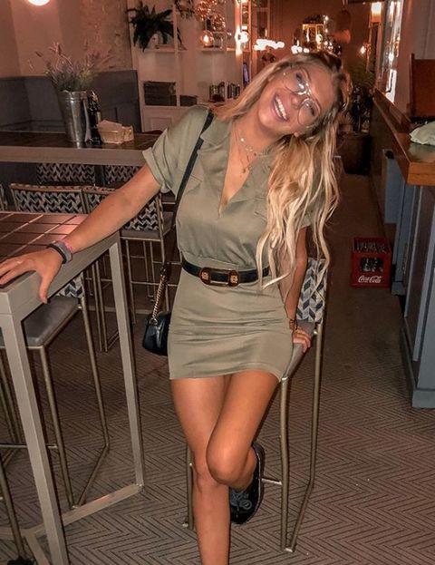 Clothing, Leg, Blond, Thigh, Fashion, Human leg, Long hair, Footwear, Waist, Brown hair,