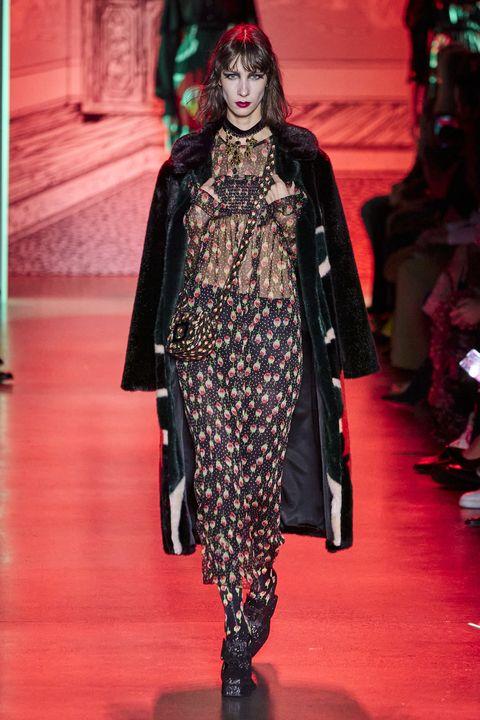 Fashion show, Runway, Style, Fashion model, Fashion, Costume design, Model, Haute couture, Fashion design, Fur,