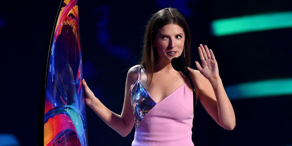 Anna Kendrick end of watch singing