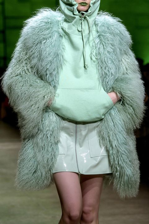 Fur clothing, Fur, Fashion, Clothing, Skin, Outerwear, Haute couture, Textile, Fashion model, Fashion show,