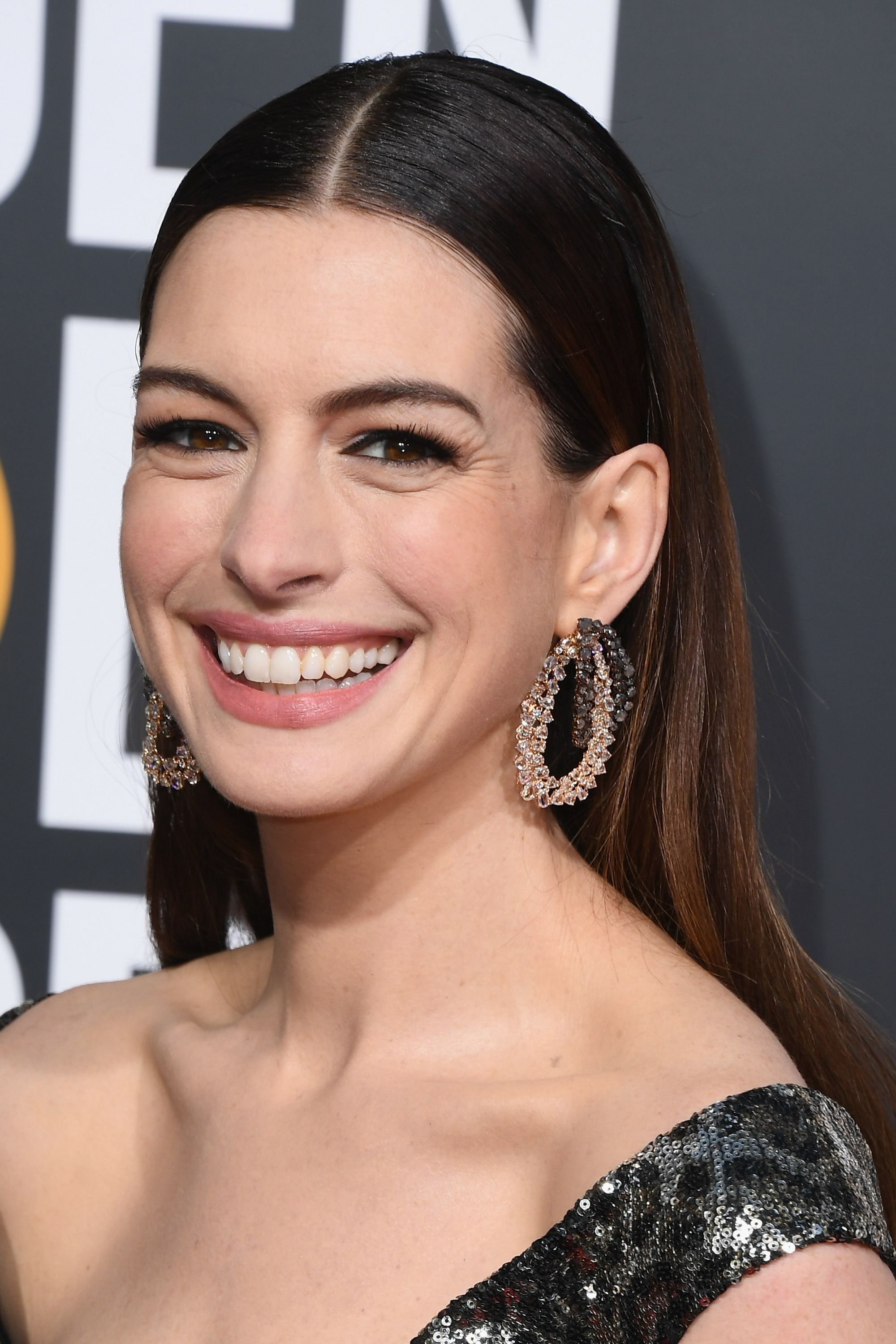 Anne Hathaway Hairstyle - 76th Annual Golden Globe Awards - Arrivals