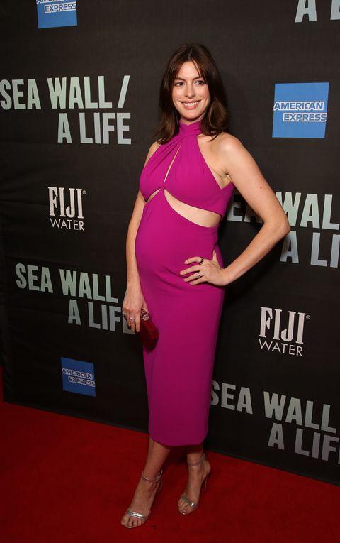 Anne Hathaway maternity dress