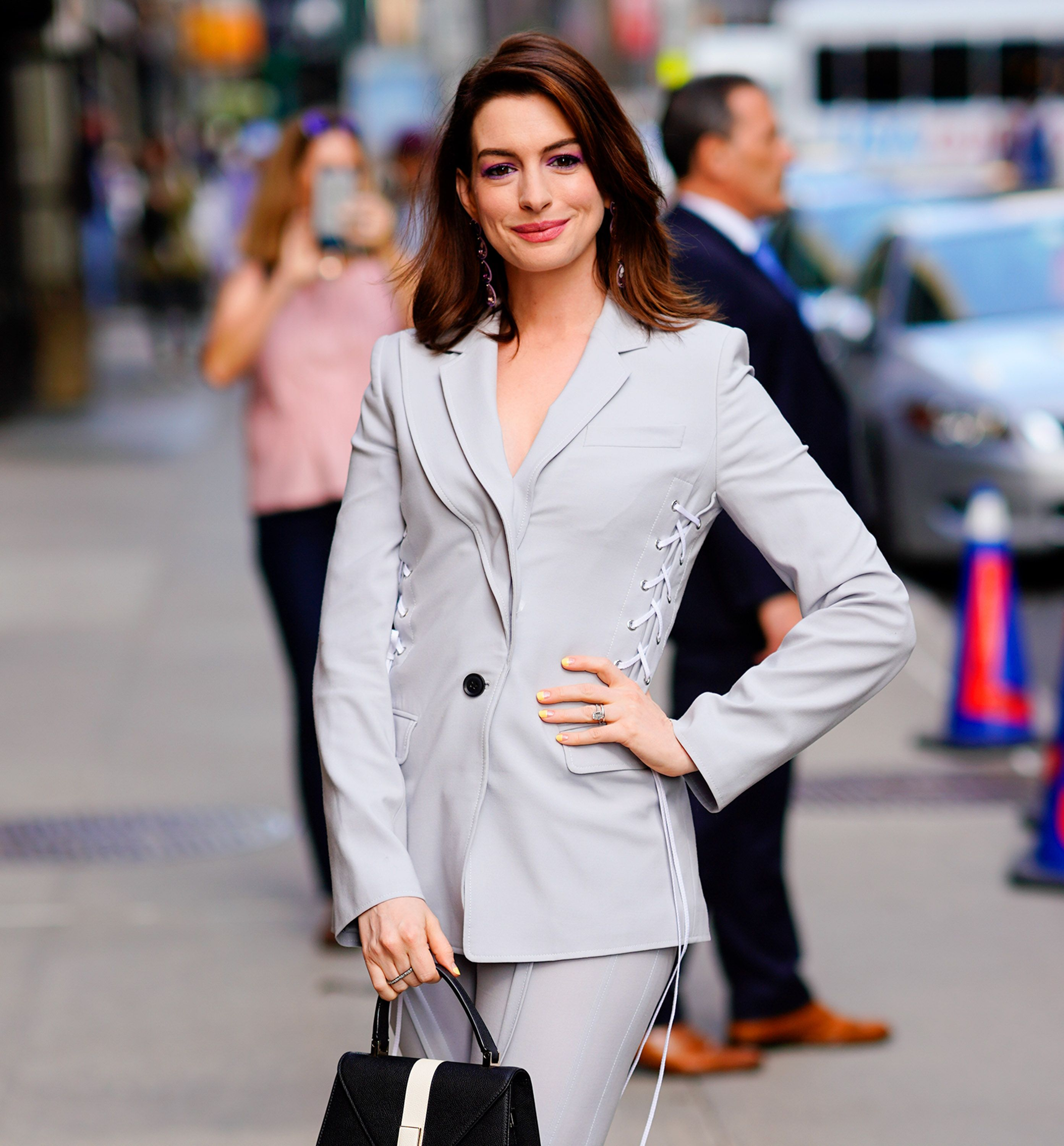 Anne Hathaway Split Her Pants Walking Into Stephen Colberts Show