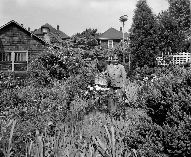 poet anne spencer in her garden