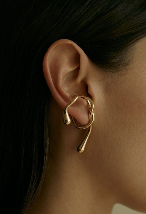 Ear, Earrings, Body jewelry, Nose, Chin, Organ, Jewellery, Body piercing, Fashion accessory, Hearing,