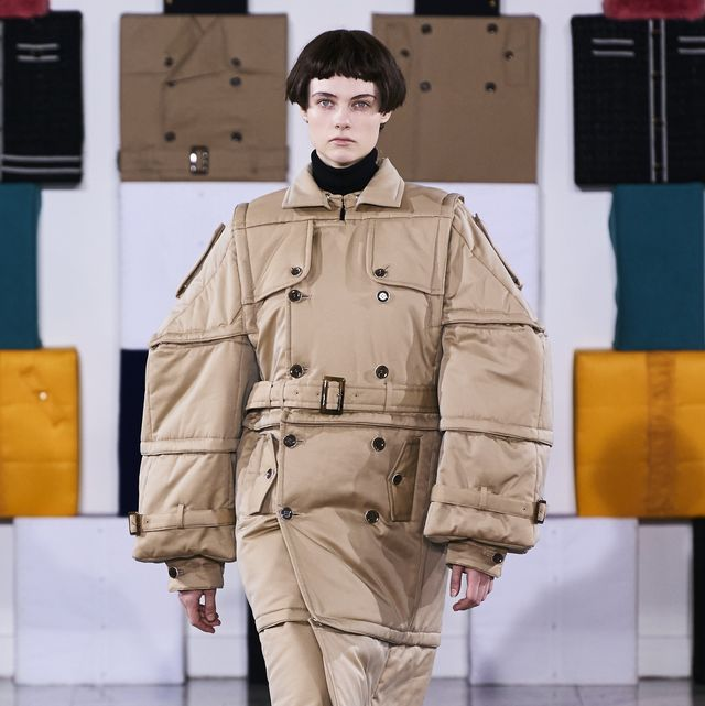 Fashion, Clothing, Military uniform, Trench coat, Fashion design, Coat, Outerwear, Military, Military person, Uniform,