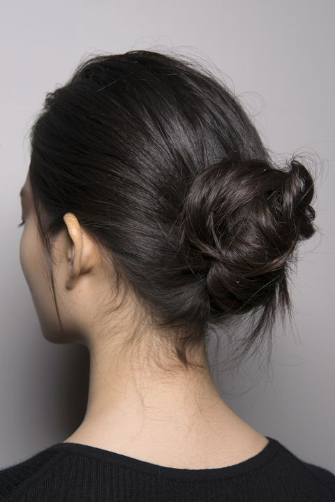 Hair, Hairstyle, Chin, Bun, Neck, Chignon, Black hair, Long hair, Ear, Shoulder,