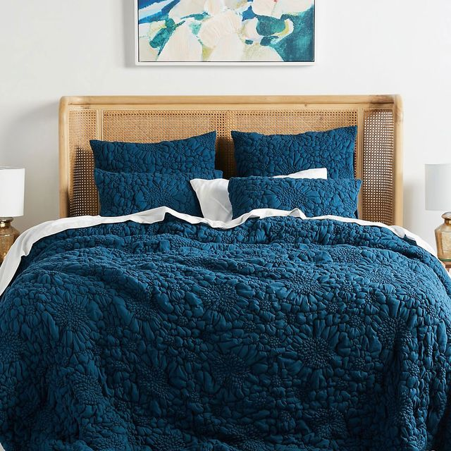 anthropologie pebbled quilt on bed