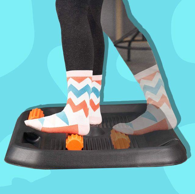 feet on anti fatigue mat