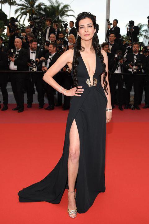 Red carpet, Carpet, Fashion model, Dress, Clothing, Shoulder, Flooring, Premiere, Fashion, Gown,