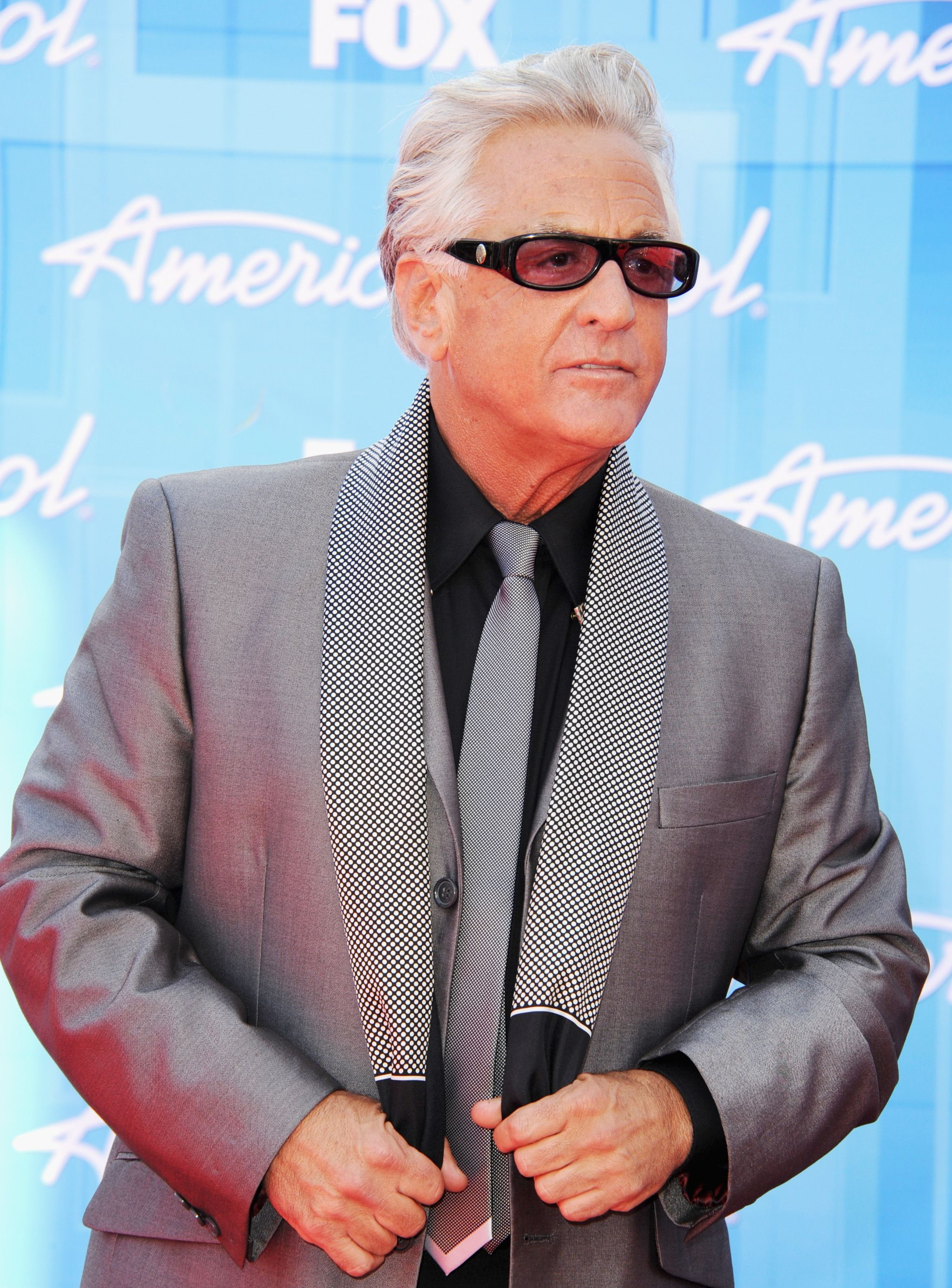 The 61-year old son of father (?) and mother(?) Barry Weiss in 2020 photo. Barry Weiss earned a million dollar salary - leaving the net worth at million in 2020