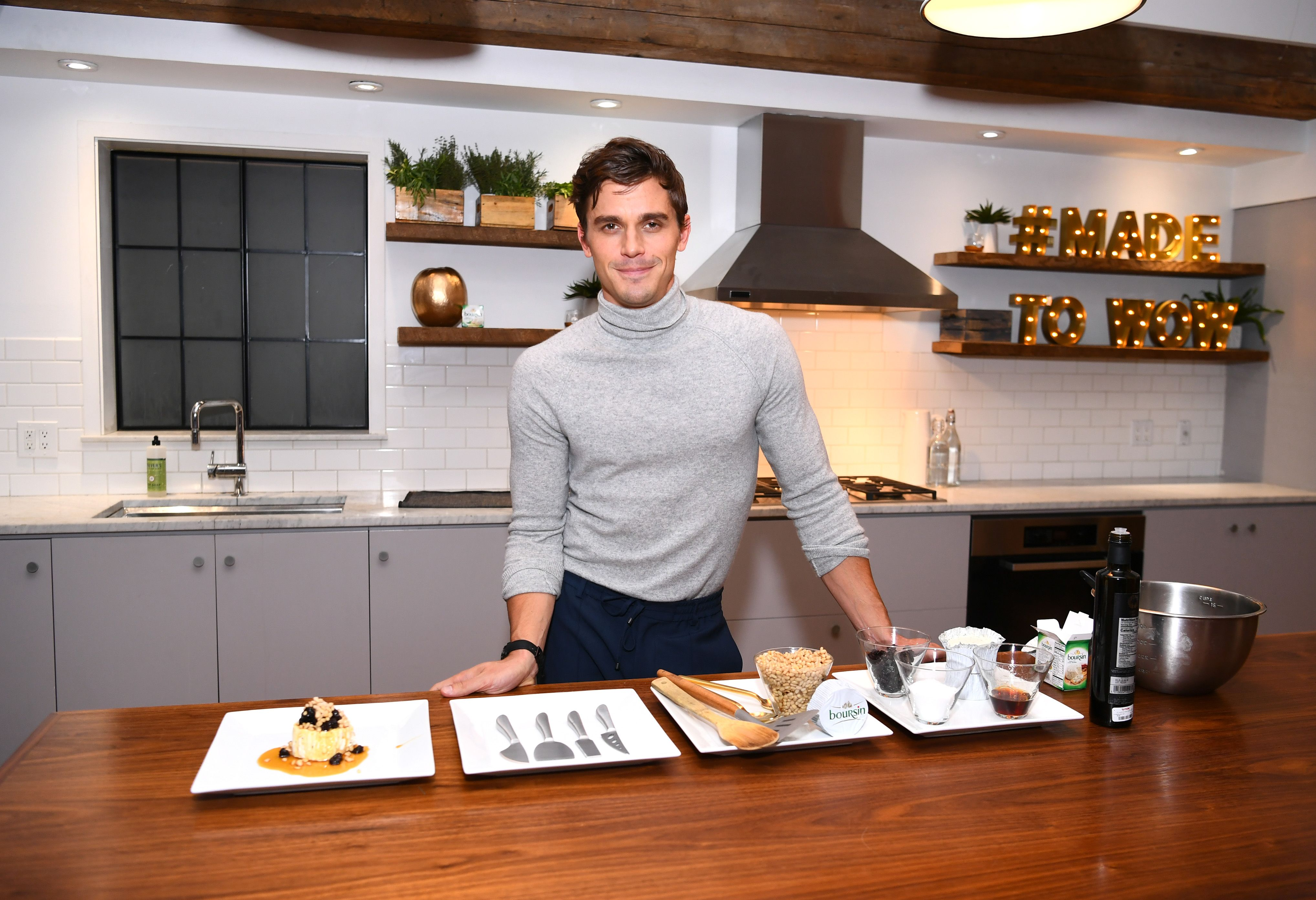 Throwing a Dinner Party? Here's What Queer Eye's Antoni Porowski Would Do.