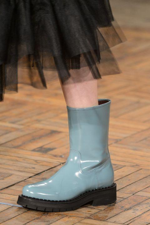 Footwear, Boot, Shoe, Green, Fashion, Human leg, Leg, Joint, Ankle, Riding boot,