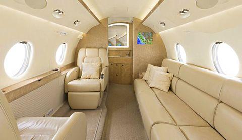 El interior de un avión del que compró Antonio Banderas. Foto: Diez minutos