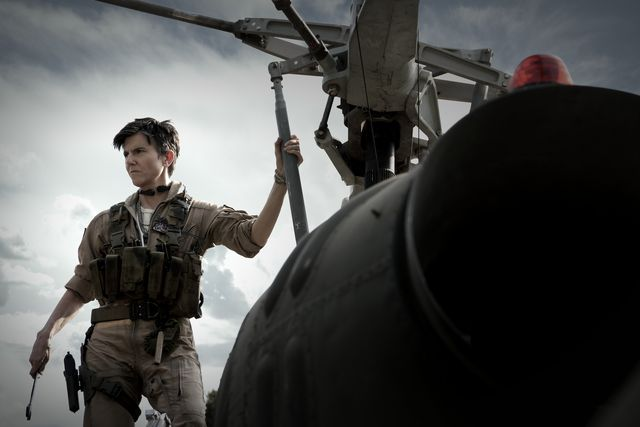 army of the dead   tig notaro as peters  in army of the dead cr scott garfieldnetflix © 2021