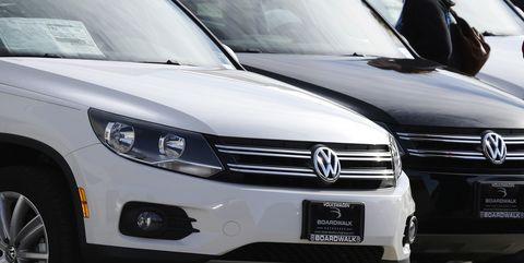 Land vehicle, Vehicle, Car, Volkswagen, Volkswagen tiguan, Crossover suv, Grille, Automotive design, Headlamp, Bumper,