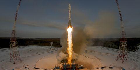russian-soyuz-rocket-launch-meteor-m.jpg