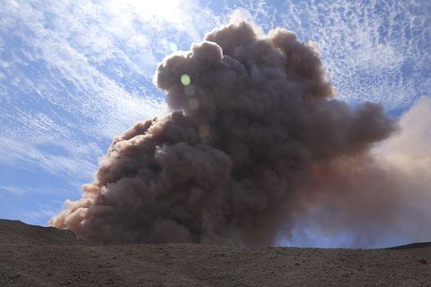 Sky, Explosion, Cloud, Types of volcanic eruptions, Cumulus, Smoke, Volcanic landform, Geological phenomenon, Rock, Landscape,