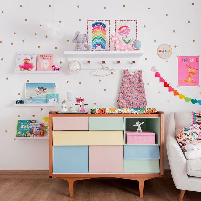 Aparador infantil con cajones de colores pastel
