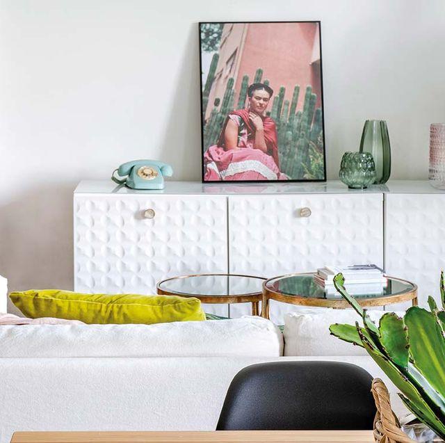 Aparador blanco con relieve de Ikea