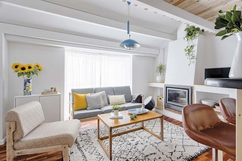Apartamento pequeño: Salón con chimenea