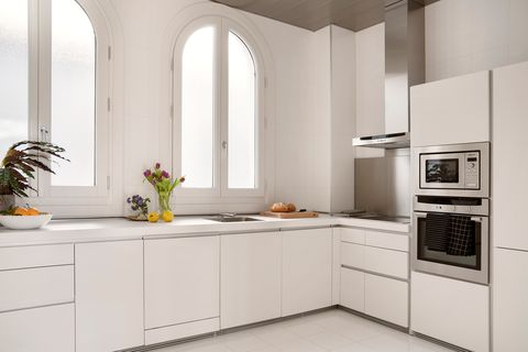 apartamento vacacional en málaga decorado por ana locking cocina blanca