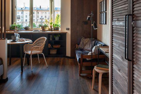 apartamento decorado con madera y tonos tierra