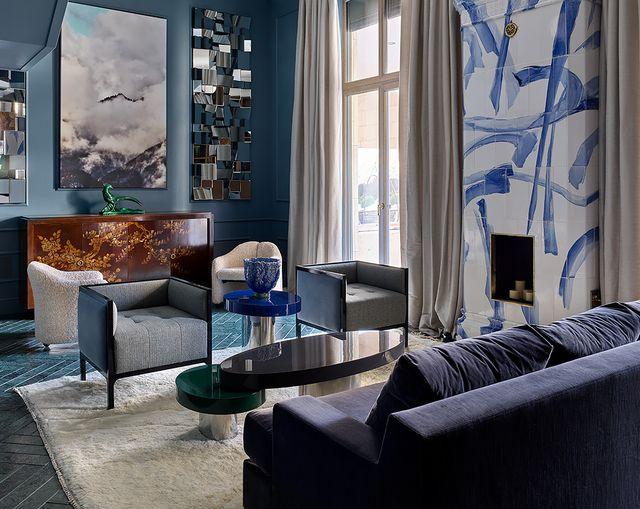 una vivienda sofisticada y modernada decorada en azul en moscú