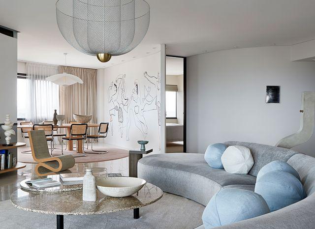 un apartamento elegante reformado en brisbane con curvas y murales