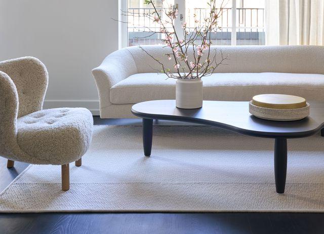 apartamento reformado en blanco y negro por sissy  marley en nueva york