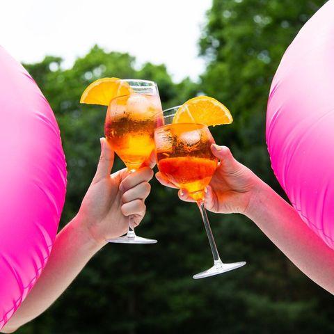Drink, Cocktail, Alcoholic beverage, Juice, Hand, Orange juice, Mai tai, Distilled beverage, Drinking, Orange drink,