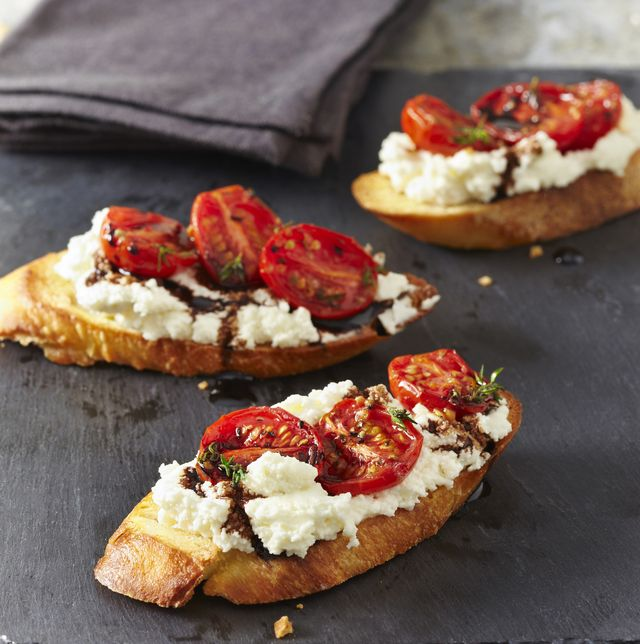 crostini's met ricotta en tomaten