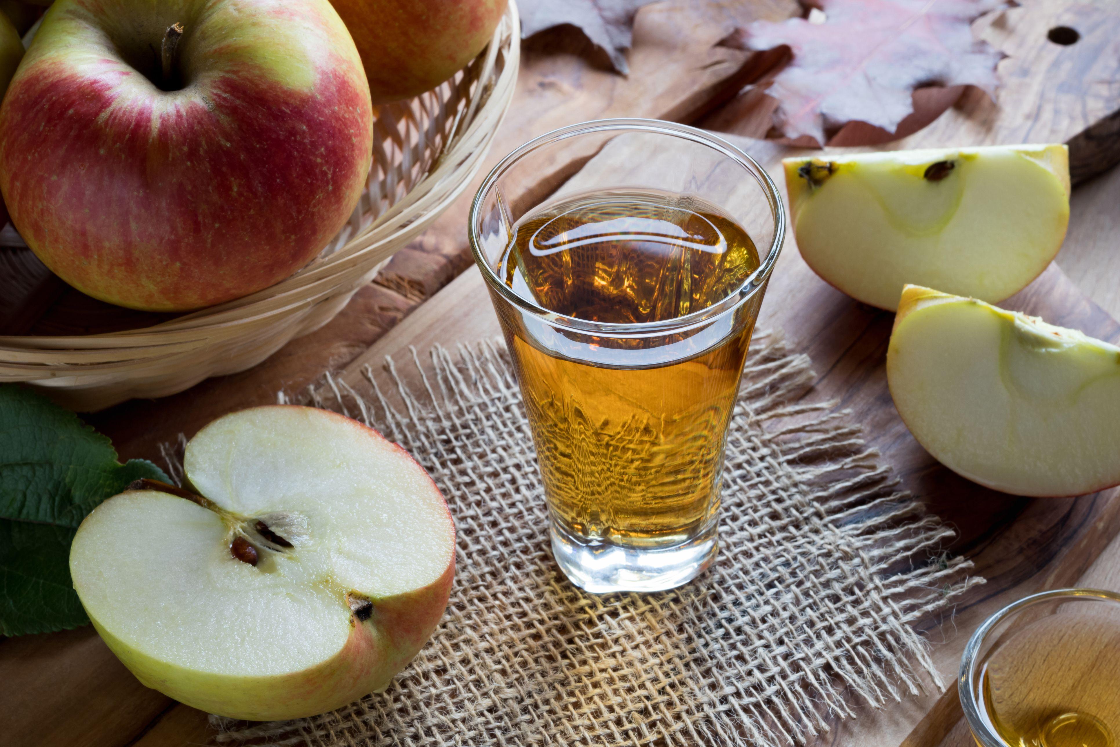 que tan bueno es tomar agua con vinagre de manzana