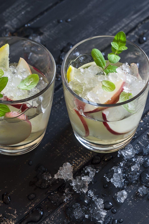 Apple, lemon and mint homemade lemonade