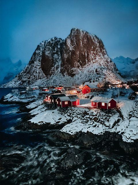 Mountain, Mountainous landforms, Mountain range, Geological phenomenon, Sky, Alps, Rock, Glacial landform, Landscape, Tourism,