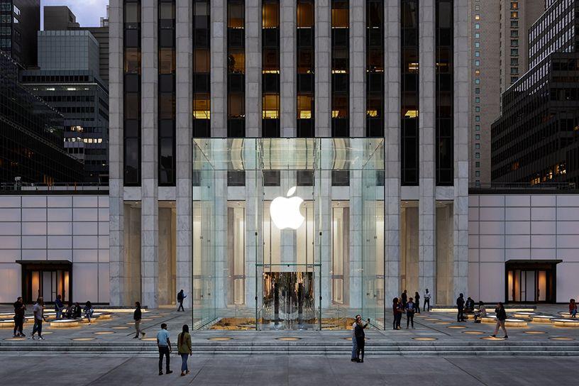Riapre l'Apple store più leggendario: il Cubo sulla Fifth Avenue a New York