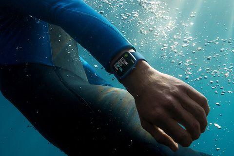 underwater diver with apple watch series 7