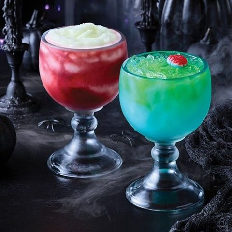 Halloween Cocktail 2020 Applebee's Is Serving Up Giant Halloween Cocktails, Like Dracula's