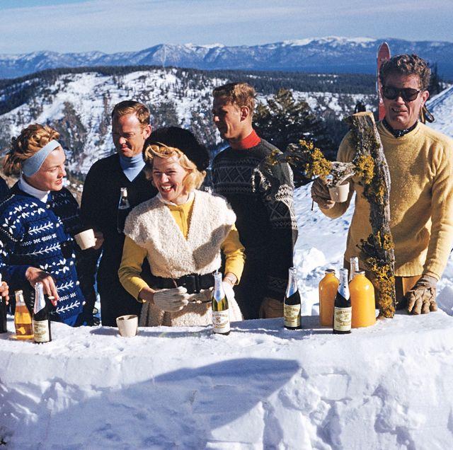 Snow, Winter, Mountain, Fun, Mountain range, Recreation, Team, Tourism, Geological phenomenon, Freezing,