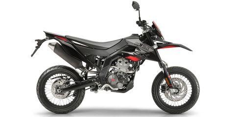 Land vehicle, Vehicle, Motorcycle, Supermoto, Car, Automotive exhaust, Spoke, Fuel tank, Motorsport, Exhaust system,