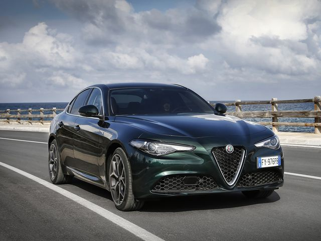 Alfa Romeo Giulia >> 2020 Alfa Romeo Giulia Review Pricing And Specs