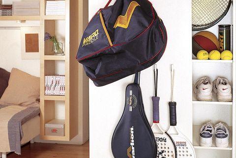 ordenar y guardar material deportivo armario