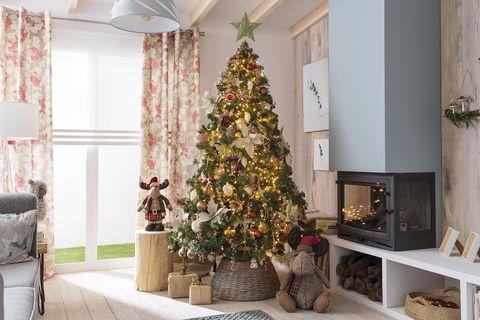 Árbol de Navidad: salón con chimenea