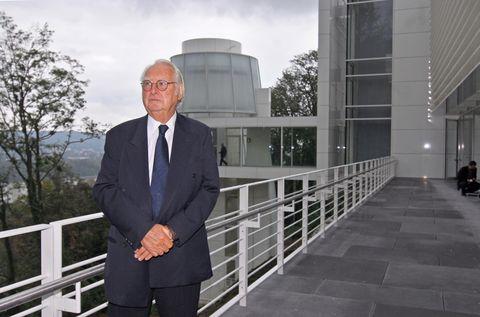 US architect Richard Meier poses in theArp-Museum