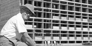 Pierre Jeanneret sur un chantier à Chandigarh